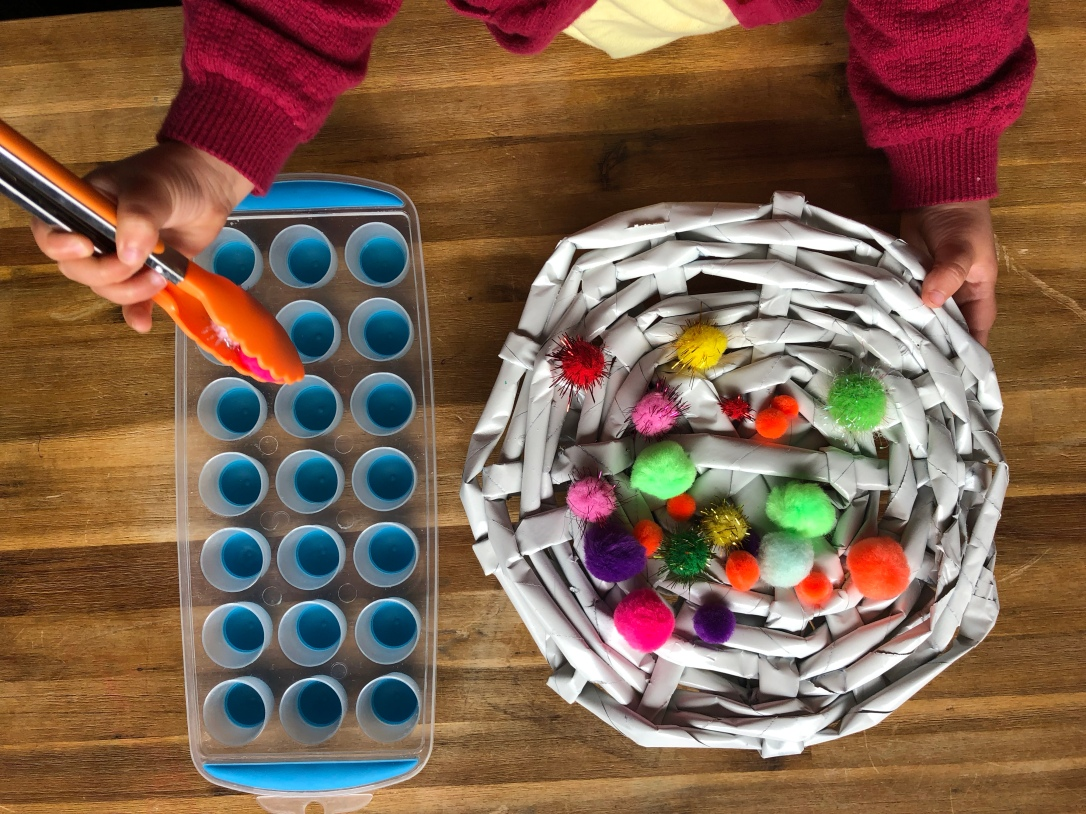 Pom Pom sorting with toddlers 4